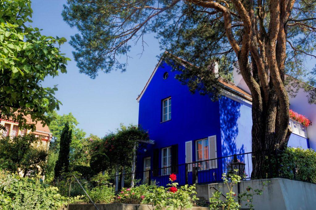 Alte Häuser haben ihren Charme – aber häufig auch Sanierungsbedarf.