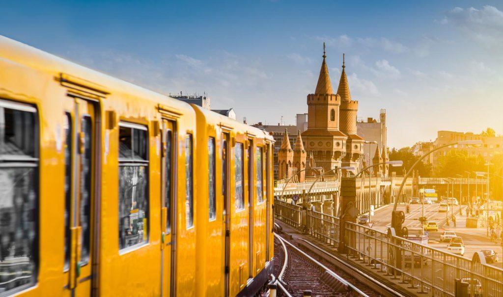 Unter Berufsanfängern bleiben Metropolen wie Berlin beliebte Ziele.