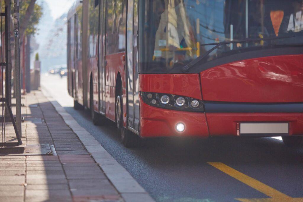 Wer seine Abo-Tickets für den ÖPNV wegen der Krise nicht mehr oder nur eingeschränkt nutzen kann, sollte sich an den Verkehrsverbund wenden.