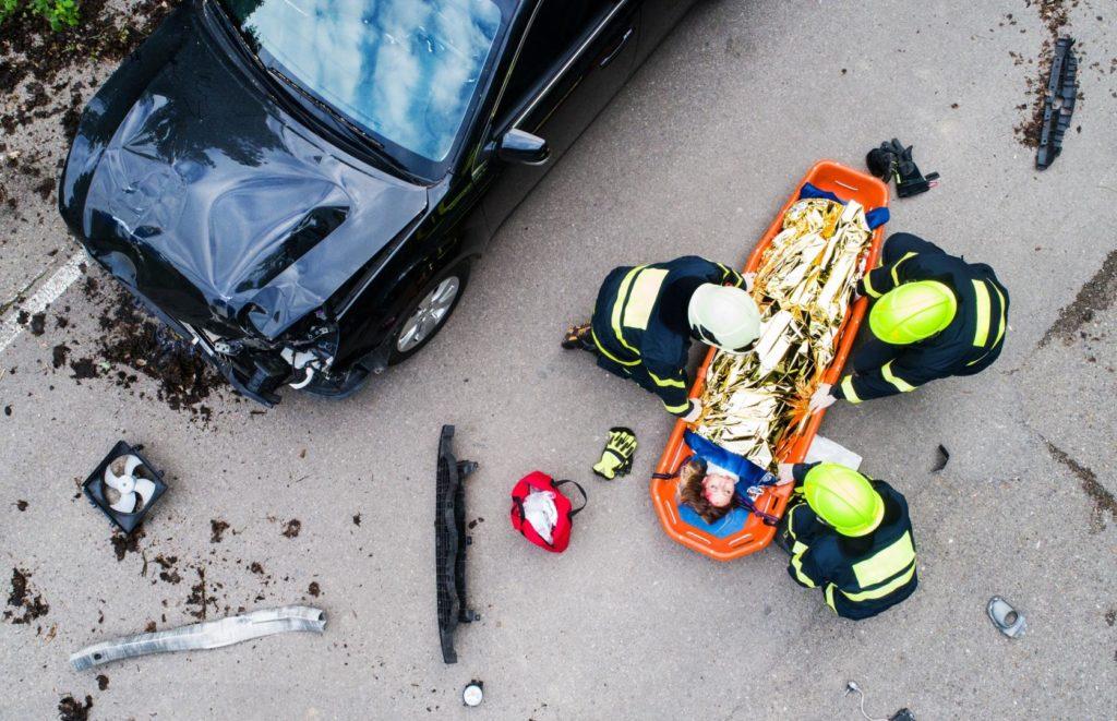 Rufen Sie mit ruhiger Information den Rettungsdienst an.